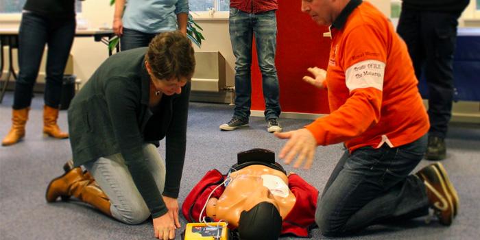 AED. Dáár redt je levens mee