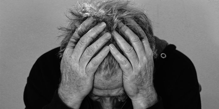 hoofdpijn en misselijk