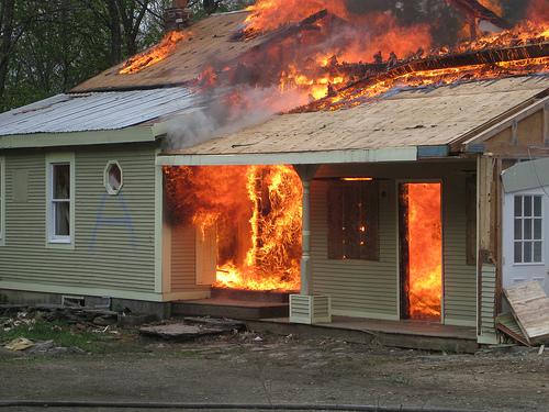 Hoe verlaat u zo snel mogelijk uw huis bij brand? Enkele tips!