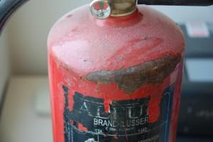 roest op afgekeurde brandblusser